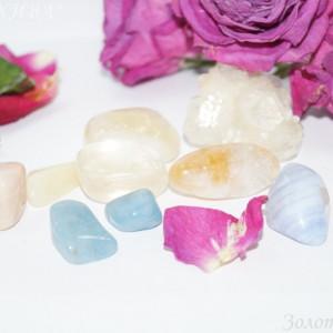 Лунный камень, авантюрин желтый, опал, кальцит, аквамарин, голубой агат